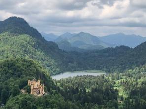 Вид из Нойшванштайн на второй замок, Хоэншвангау
